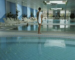 Thermal Hotel Helia a Budapest - piscina - Hotel termale